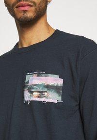 Mennace - TAIL LIGHT - Long sleeved top - washed black - 3