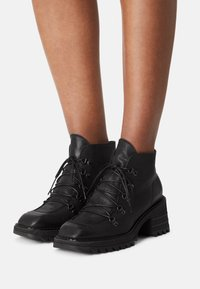 lilimill - MARS - Lace-up ankle boots - nero - 0