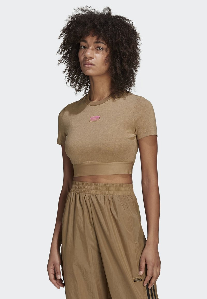 adidas Originals - CROPPED TEE - T-shirts med print - cardboard