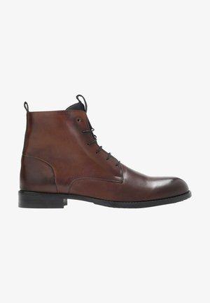 VALERIO  - Botines con cordones - brown