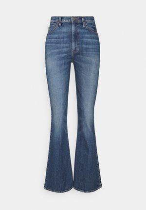 SASHA - Flared Jeans - cascade falls