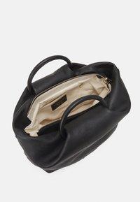 Repetto - GRAND DRAPPE - Shopping bag - noir - 4