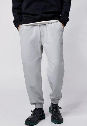 COSMO - Tracksuit bottoms - vintage concrete grey