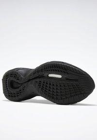 Reebok Classic - ZIG KINETICA II UNISEX - Sneakersy niskie - black/grey - 9