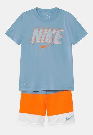 BLOCKED SET - Print T-shirt - atomic orange