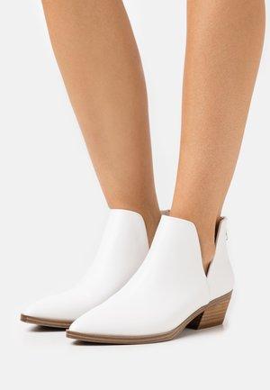 ZANDER - Ankle boots - white paris