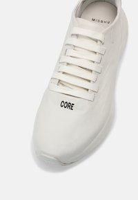 MISBHV - YOUTH CORE MOON TRAINERS UNISEX - Trainers - white - 4