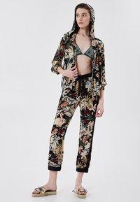 LIU JO - Zip-up sweatshirt - black with tropical print - 1