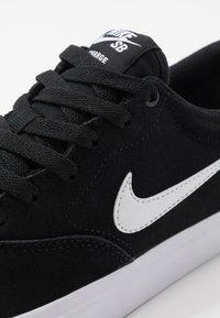 Nike SB - CHARGE - Skateskor - black/white - 5
