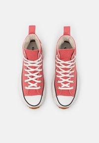 Converse - RUN STAR HIKE UNISEX - High-top trainers - terracotta pink/vintage white/honey - 3