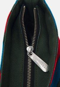 Marimekko - CREATED TANNERT APPELSIINI BAG - Weekend bag - green/blue/red - 3