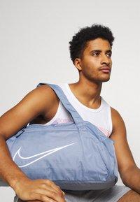 Nike Performance - GYM CLUB  - Sportovní taška - ashen slate/(white) - 0