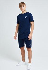 Illusive London Juniors - ILLUSIVE LONDON - Basic T-shirt - navy - 1