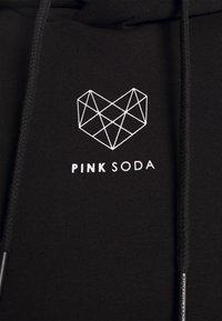 Pink Soda - KANE BOYFRIEND HOODIE - Felpa - black/white - 7