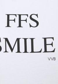 Victoria Victoria Beckham - FFS SMILE  - Triko spotiskem - white - 2