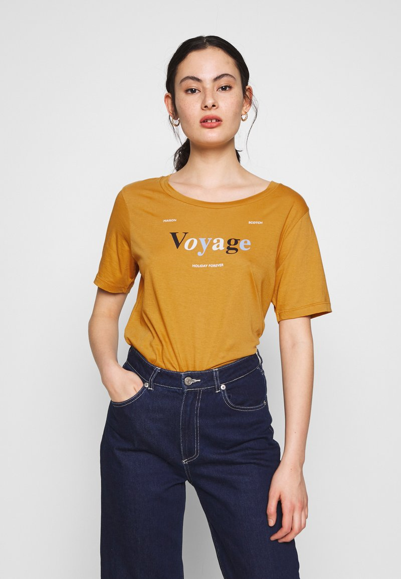 Scotch & Soda - RELAXED FIT TEE WITH ARTWORKS - T-shirts med print - orange dusk