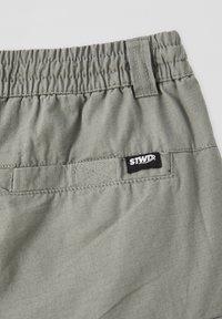 PULL&BEAR - Shorts - dark green - 3