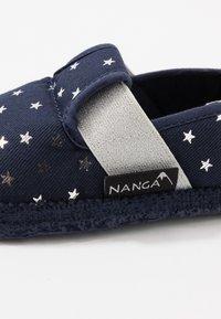 Nanga - KLEINER STERN - Domácí obuv - dunkelblau - 5
