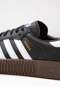 adidas Originals - SAMBAROSE - Baskets basses - core black/footwear white - 2