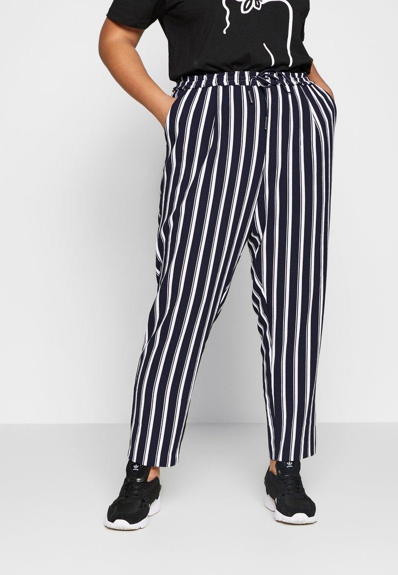 ONLY Carmakoma - CARCASIA LONG PANTS - Bukse - peacoat