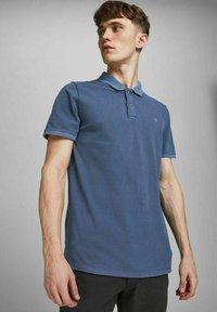 Jack & Jones - JJEWASHED - Polo shirt - navy blazer - 3