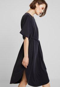 Monki - HESTER DRESS - Robe en jersey - black - 3