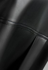 Bershka - Košile - black - 5