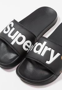 Superdry - POOL SLIDE - Sandali da bagno - optic black/optic white/hazard orange - 5