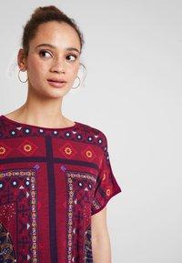Desigual - LARISA - T-Shirt print - carmin - 3