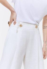 Uterqüe - Spodnie materiałowe - white - 4