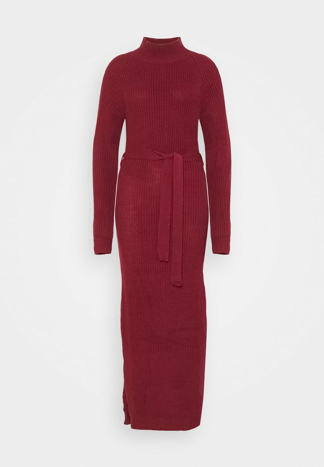 HIGH NECK BELTED MAXI DRESS - Jumper dress - burgandy