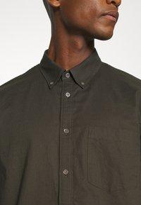 ARKET - Shirt - green dark - 3