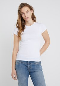 Filippa K - FINE TEE - Basic T-shirt - white - 0