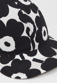 Marimekko - KIOSKI HALKO MINI UNIKKO  - Cap - off white/black - 2