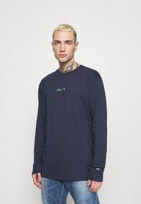 Tommy Jeans - LOGO TEE UNISEX - Långärmad tröja - twilight navy - 0