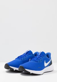 Nike Performance - REVOLUTION 5 - Zapatillas de running neutras - racer blue/white/ black - 2