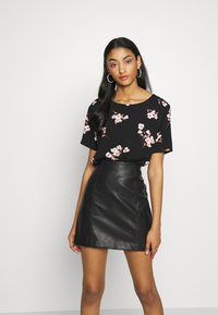 b.young - BYISOLE O NECK BLOUSE  - Bluser - black combi - 2