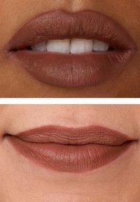 IsaDora - VELVET COMFORT LIQUID LIPSTICK - Liquid lipstick - cool brown - 4