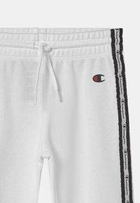 Champion - SLIM UNISEX - Pantalones deportivos - white - 2