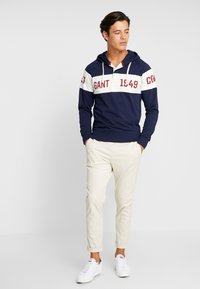 GANT - CHEST STRIPE HOODIE - Hoodie - evening blue - 1