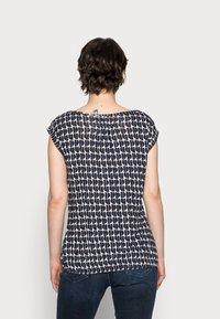 Opus - STROLCHI ABSTRACT - T-shirt z nadrukiem - oak tree - 2