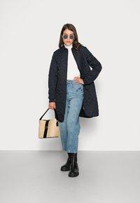 Ilse Jacobsen - PADDED QUILT COAT - Classic coat - dark indigo - 1