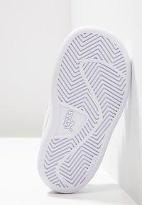 Puma - SMASH UNISEX - Dětské boty - white - 5