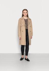 New Look Petite - COATED LIFT AND SHAPE SKINNY - Bukse - black - 1