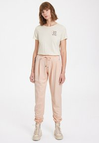 WESTMARK LONDON - Tracksuit bottoms - peachy keen - 1