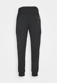 Versace Jeans Couture - TECNICAL STRIPES BARRE - Pantaloni sportivi - nero - 1