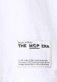 Marc O'Polo - ROUND NECK SHORT SLEEVE - Print T-shirt - white - 2