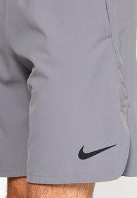 Nike Performance - SHORT - kurze Sporthose - gunsmoke/black - 5