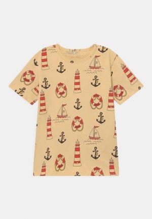 LIGHTHOUSE TEE - T-shirt z nadrukiem - yellow