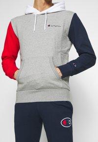 Champion - ROCHESTER TEAM HOODED - Bluza z kapturem - grey - 5
